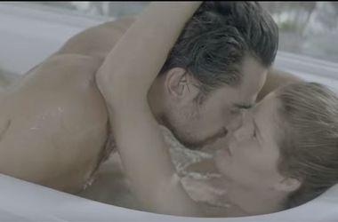 Иван Дорн выпустил новый эротический клип со страстными поцелуями
