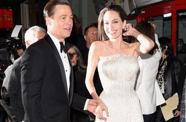 Бывшие няни обвинили Джоли и Питта в безответственности