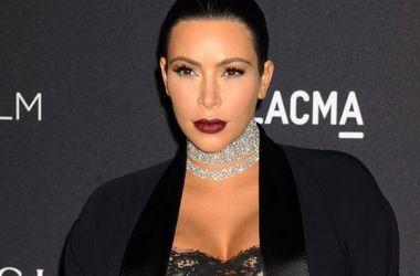 Беременная Ким Кардашьян засветила пышную грудь (фото)