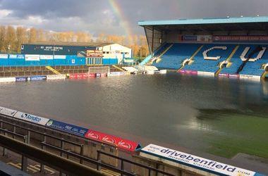 В Англии стадион клуба в результате дождей превратился в бассейн