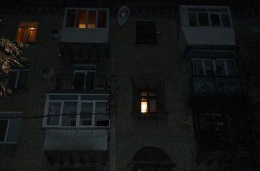 В Киеве пьяный парень выпал с балкона пятиэтажки и погиб
