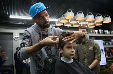 """Игрок """"Зенита"""" поработал парикмахером"""