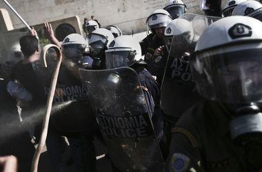 В Греции доведенных до отчаяния фермеров разогнали слезоточивым газом