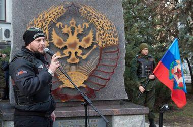 Байкеры Путина открыли в Луганске памятник с советской символикой