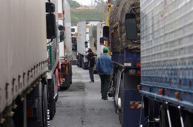 Российские дальнобойщики заблокировали дороги, появились первые жертвы