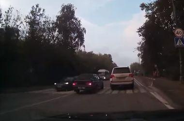 Видеохит: как выглядит полный неадекват на дороге