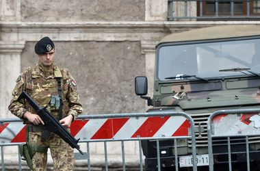 В Риме человек с винтовкой ворвался в больницу