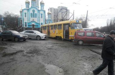 В Харькове иномарка влетела в трамвай