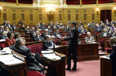 Французские сенаторы поддержали предложение о продлении режима ЧП на три месяца