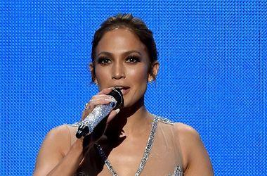 American Music Awards 2015: Дженнифер Лопес шокировала отсутствием нижнего белья