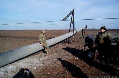 На границе с Крымом энергетики ведут переговоры с участниками блокады