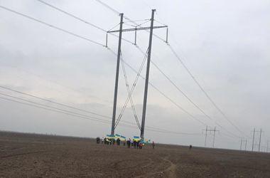 В Херсонской области восстановили одну из поврежденных опор ЛЭП