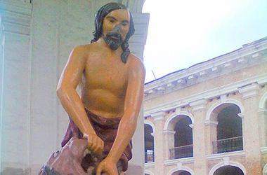 Хулиганы отбили нос скульптуре Самсона в Киеве