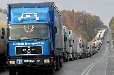 На украинской границе выстроились огромные очереди