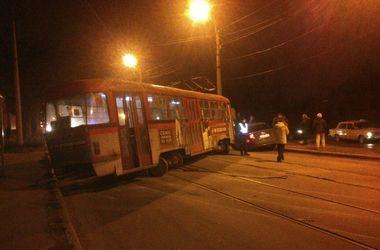 Транспортный коллапс в Харькове: изношенные трамваи массово сходят с рельсов