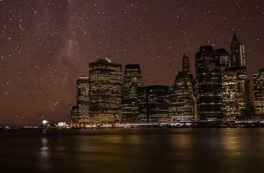 Необыкновенное зрелище: как выглядят города на фоне звездного неба
