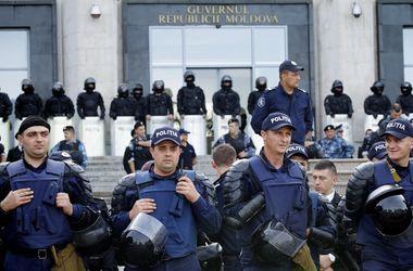 В Кишиневе митингующие попытались прорваться в здание МВД