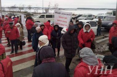 Работники кондитерской фабрики перекрыли трассу Киев-Чоп