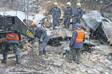 """Жильцы, пережившие обвал дома в Киеве: """"Боялись, что сейчас рухнет все здание!"""""""