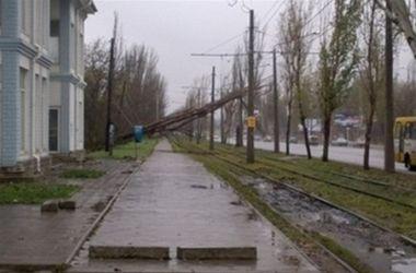 Непогода обесточила сотни населенных пунктов в Украине