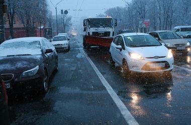 В Киеве до вечера ожидается налипание мокрого снега и гололедица