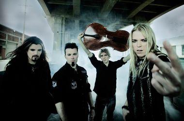Всемирно известная Apocalyptica исполнила гимн Украины на виолончели (видео)
