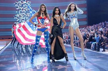 Селена Гомес сняла клип с сексуальными моделями Victoria
