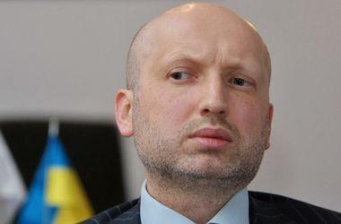 """В 2016 году Украина должна ввести """"жесткий"""" визовый режим с Россией – Турчинов"""