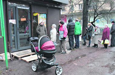 В Киеве выстраиваются длинные очереди за дешевым хлебом