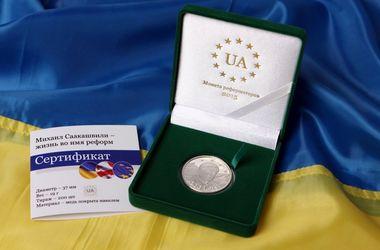 Саакашвили теперь можно получить в подарок