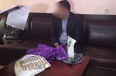 В Одессе на взятке в полмиллиона задержали чиновников Минобороны