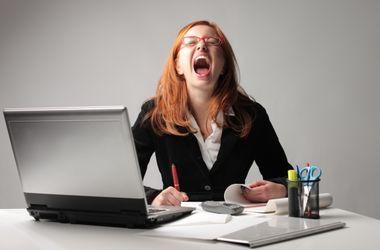 <p>От стресса выпадают волосы и появляются прыщи. Фото:www.universewomen.ru</p>