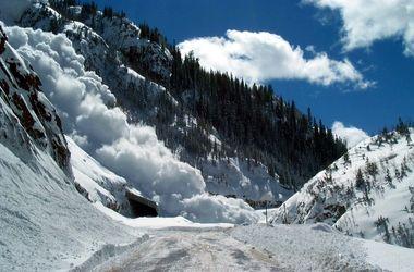 Над  Карпатами нависла угроза  схода снежных лавин