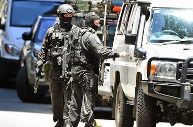 В Мельбурне вооруженный мужчина взял в заложники посетителей кафе