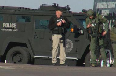 В США неизвестный открыл стрельбу и захватил заложников  в мастерской