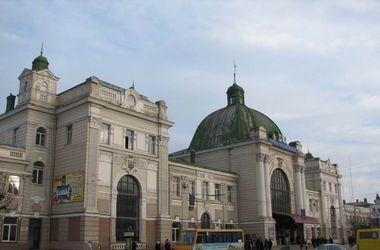 В Ивано-Франковске ищут взрывчатку: под угрозой здание суда, прокуратуры, отеля и вокзала