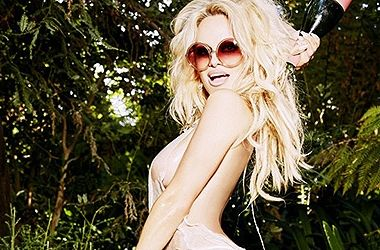 """Сын Памелы Андерсон уговорил ее сняться обнаженной для """"Playboy"""""""
