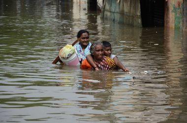 Мощное наводнение в Индии убило 400 человек