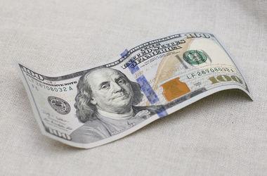 В Украине скачет курс доллара