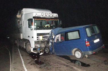 Смертельное ДТП в Ровенской области: грузовик раздавил иномарку