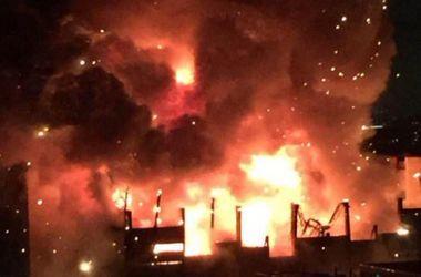 На заводе в Москве произошел крупный пожар