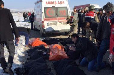 В Турции произошло жуткое ДТП со студентами: погибли 11 человек
