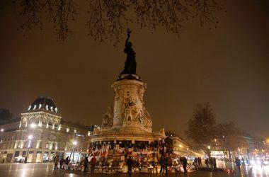 В Париже почтили память жертв терактов