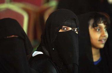 В Саудовской Аравии на выборах победили 14 женщин