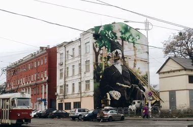 В Киеве возле цирка появился мурал