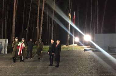 Дуда почтил память жертв тоталитарного режима в Быковне