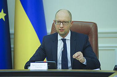 Через месяц Украина полностью запретит торговлю с Крымом – Яценюк
