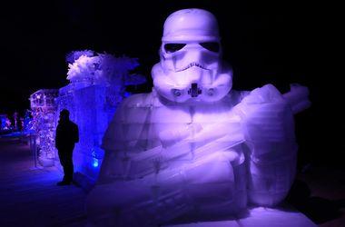 """В Бельгии """"ожили"""" ледяные скульптуры героев """"Звездных войн"""""""