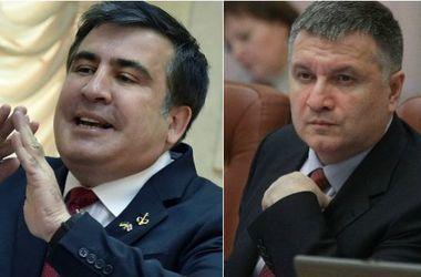 """Интернет """"взорвался"""" реакцией на видео скандала между Аваковым и Саакашвили"""