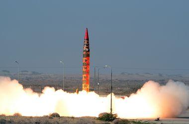 Пакистан испытал вторую ядерную ракету за три дня